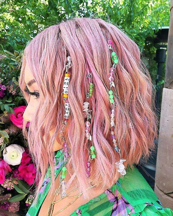 Модні тренди літньої зачіски 2021: маленькі коси