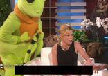 Эллен Дедженерес на своём шоу пугает мировых знаменитостей
