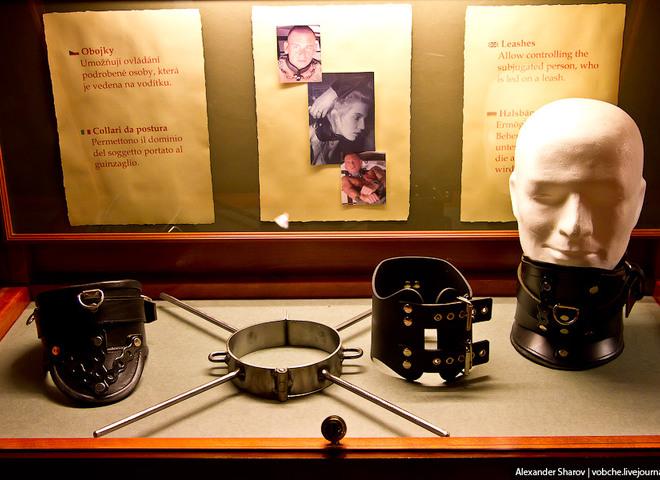 """""""Неприличный"""" туризм: экскурсия по пражскому музею секс-машин"""