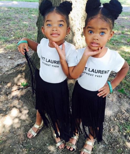 Темнокожие близняшки