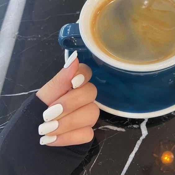Помада — модная форма ногтей