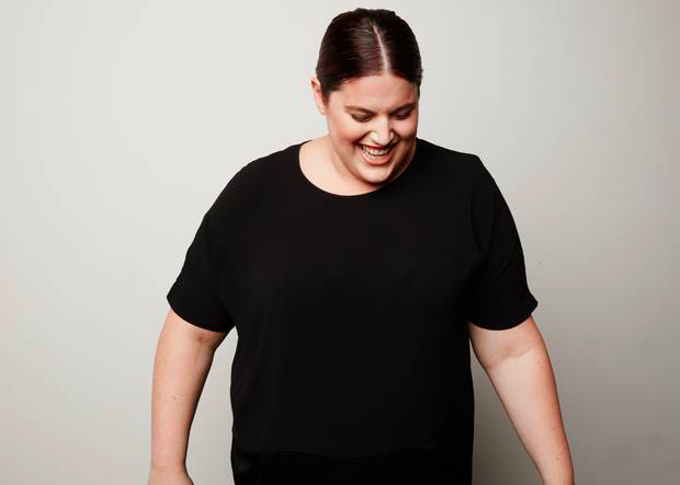 Новая мода: пышнотелая модель трансгендер в фотосессии рекламной кампании