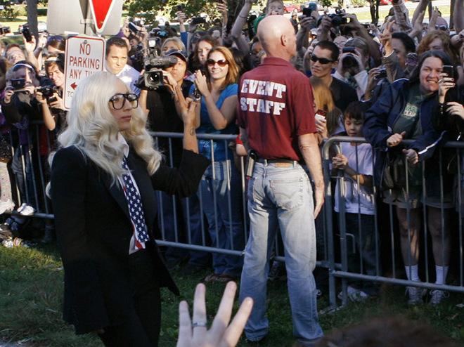 Леди гага призывает к гомосексуализму