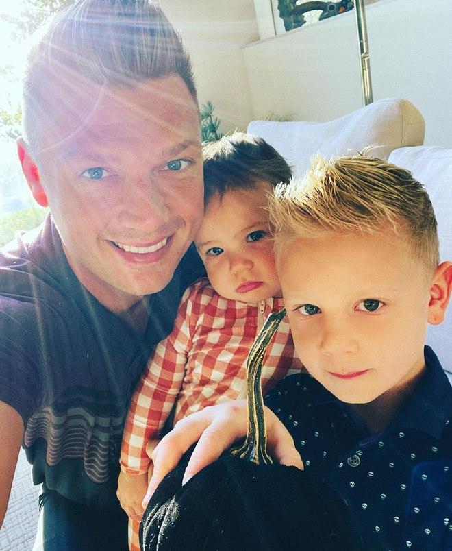 Нік Картер з сином і донькою