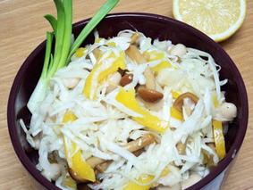 Салат из капусты с фасолью, грибами и сладким перцем