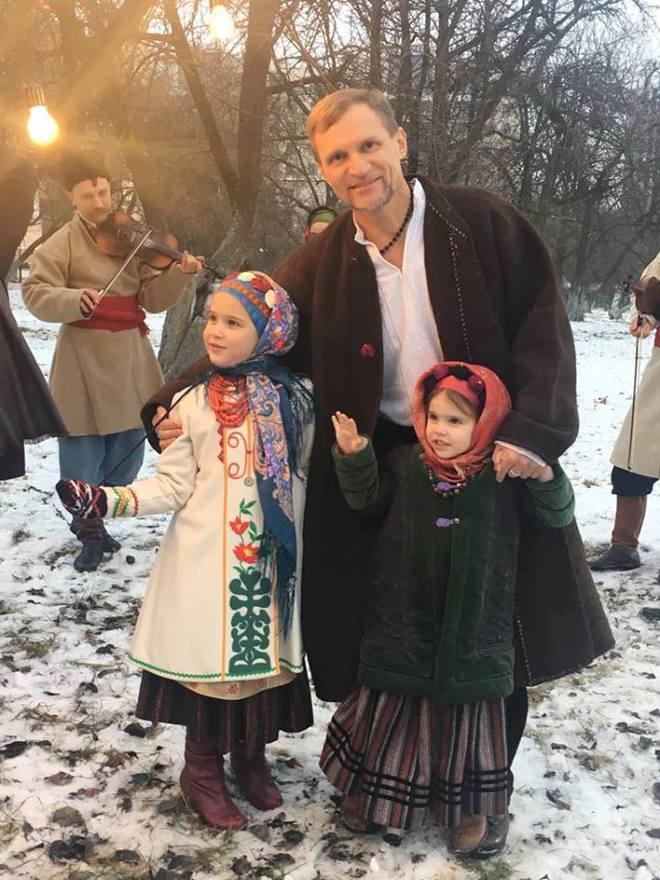 Олег Скрипка с детьми