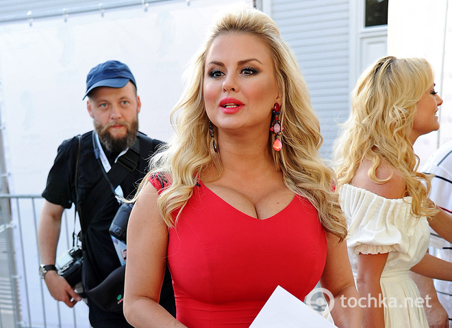 Анна Семенович вразила грудьми