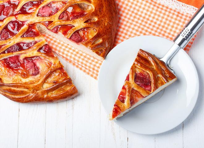 Полуничний пиріг