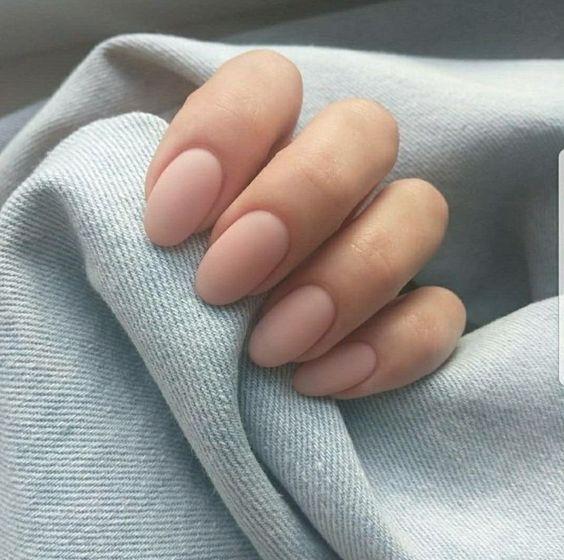 Обнаженные ногти — тренд маникюра