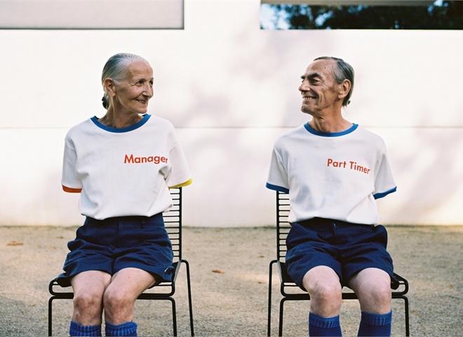 Вместе навсегда: социальные сети покорила стильная фотосессия пожилой пары