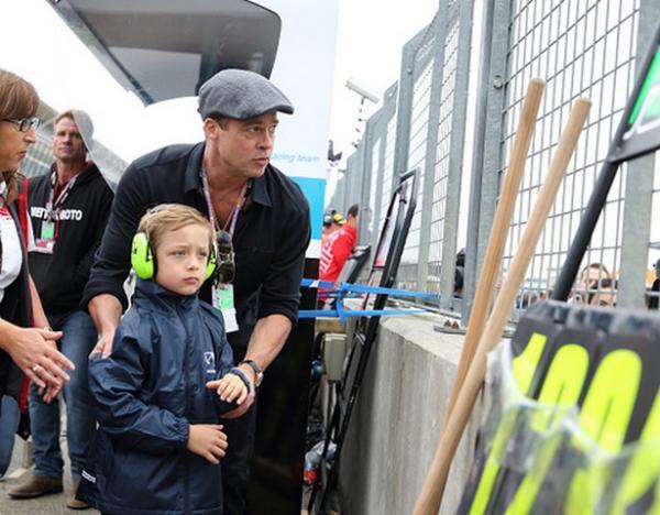Бред Піт з сином