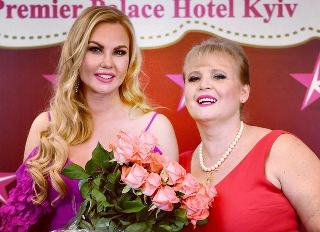 Певица KAMALIYA трогательно поздравила маму с днем рождения