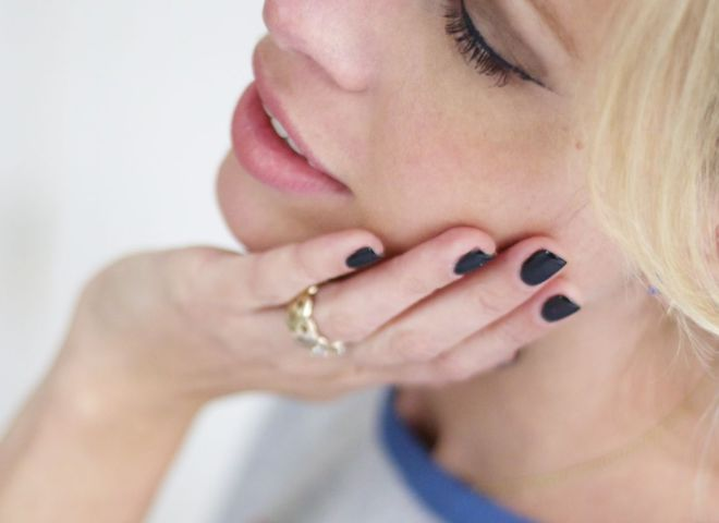 Маникюр с черным лаком: как и с чем носить