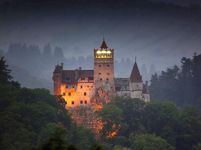 В гостях у графа Дракулы: легендарный Замок Бран в Трансильвании