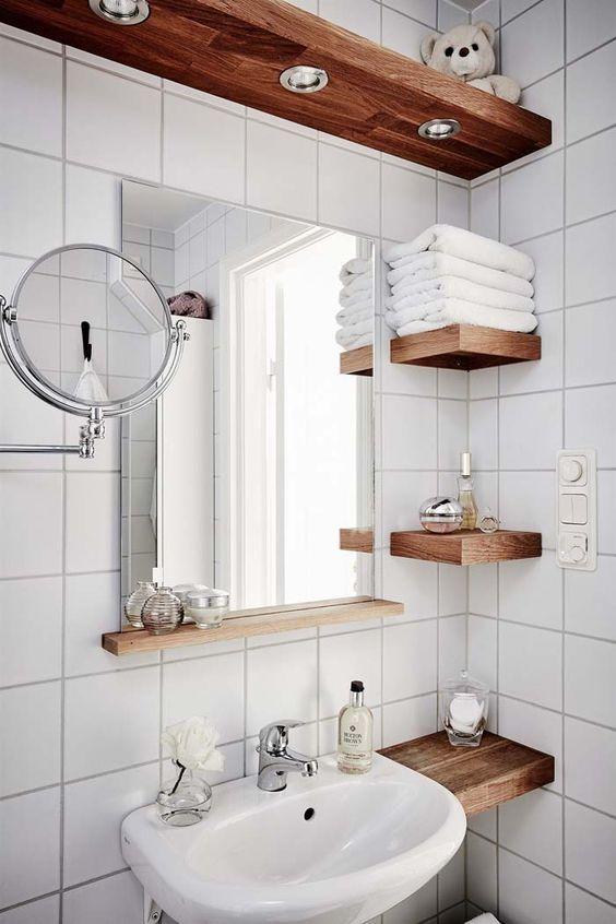 Полиці в ванній кімнаті
