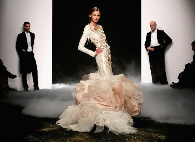 В Париже представлен самый дорогой наряд в мире