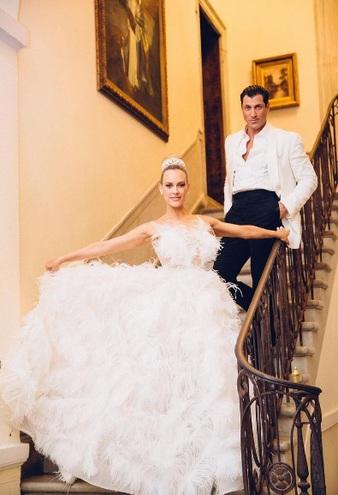 Пета Маргатройд весільну сукню