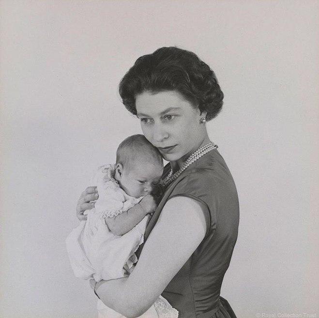 15 архівних фото Єлизавети II, які ти рідко де побачиш