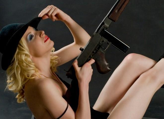Сексом з наручниками батогом в део