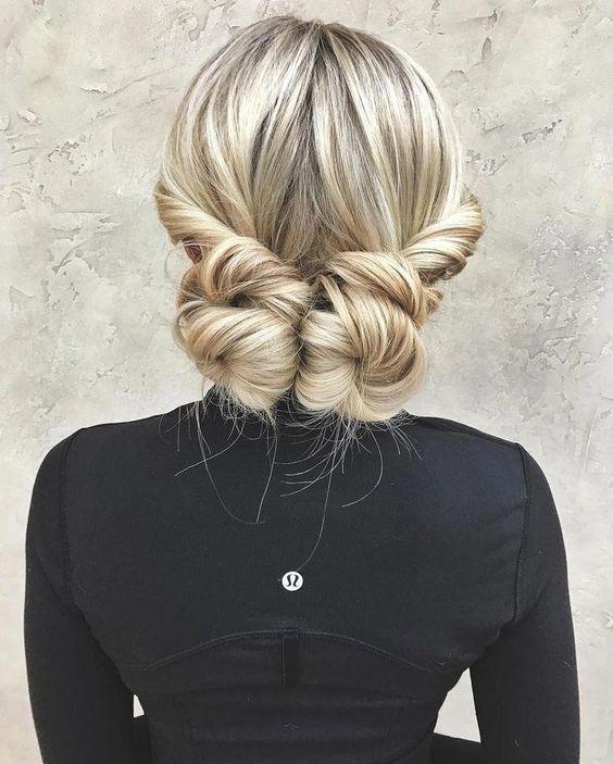 Простые прически в офис на волосы средней длины