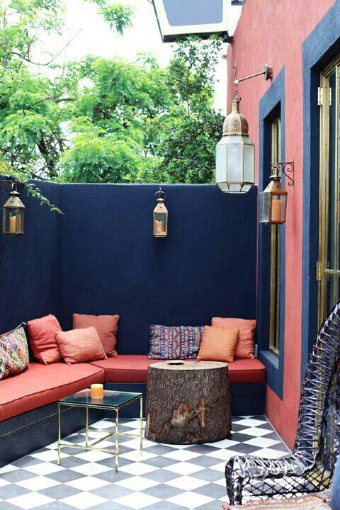 Терраса на даче: цветные стены