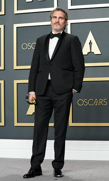 Образы победителей Оскара: от белоснежной Рене до экологичного Хоакина