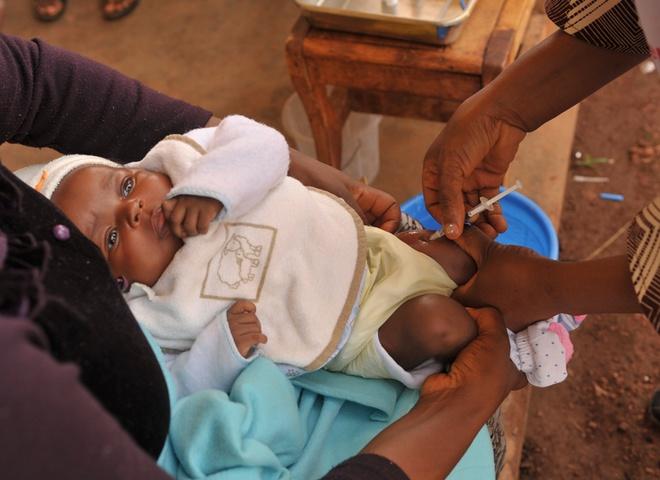 прививка для малыша от Pampers®
