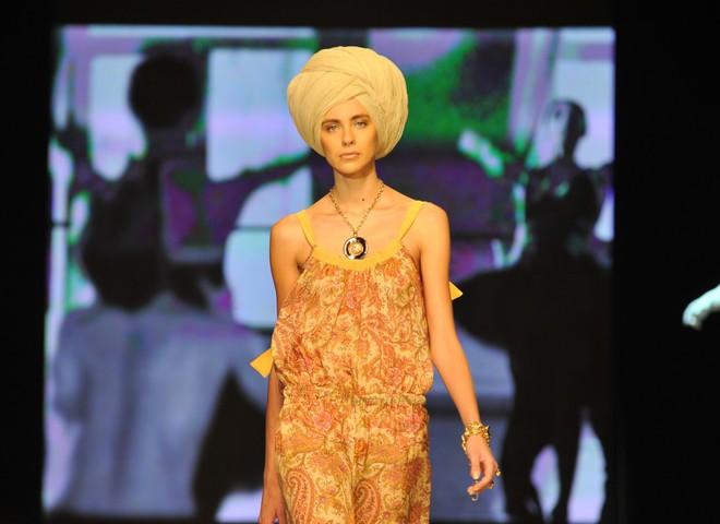 Дизайнери одягли весну 2010 в шифон та шовк