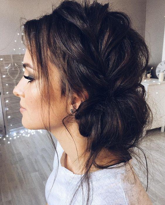 Прически на Новый год на волосы средней длины