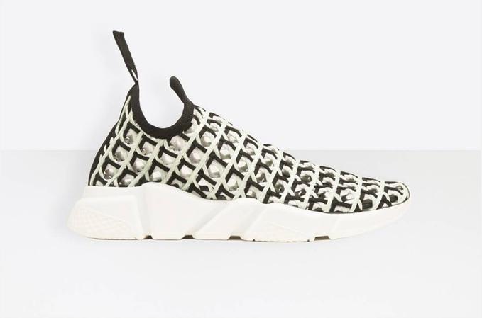 Balenciaga випустили літні кросівки-шкарпетки