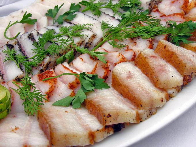 Підчеревина в духовці: рецепти, варене сало зі спеціями