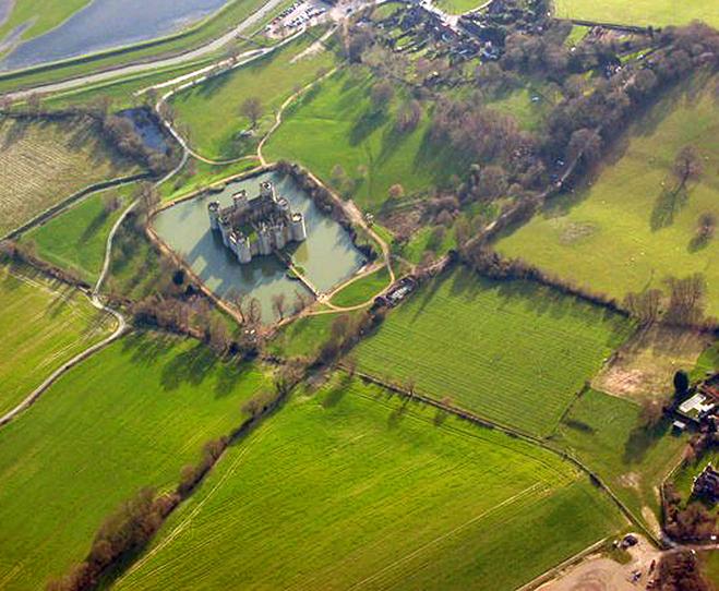 Замки на воді: Замок Бодіам, Англія