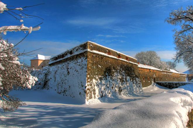 Ужгородский замок в снегу