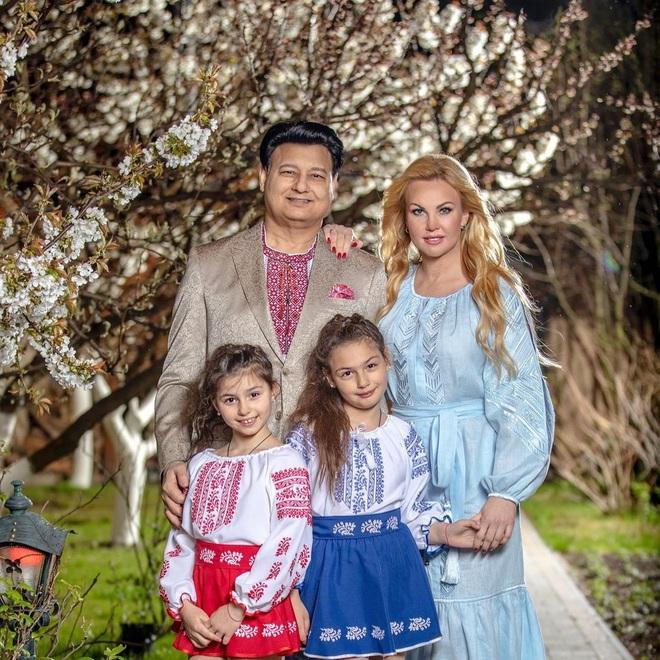 KAMALIYA с семьей