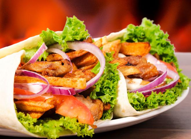 Шаурма, лаваш, капуста, морква, помідори, огірок, м'ясо, цибуля, соус