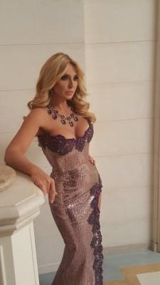 Оксана Марченко сменила вечернее платье на робу рабочего