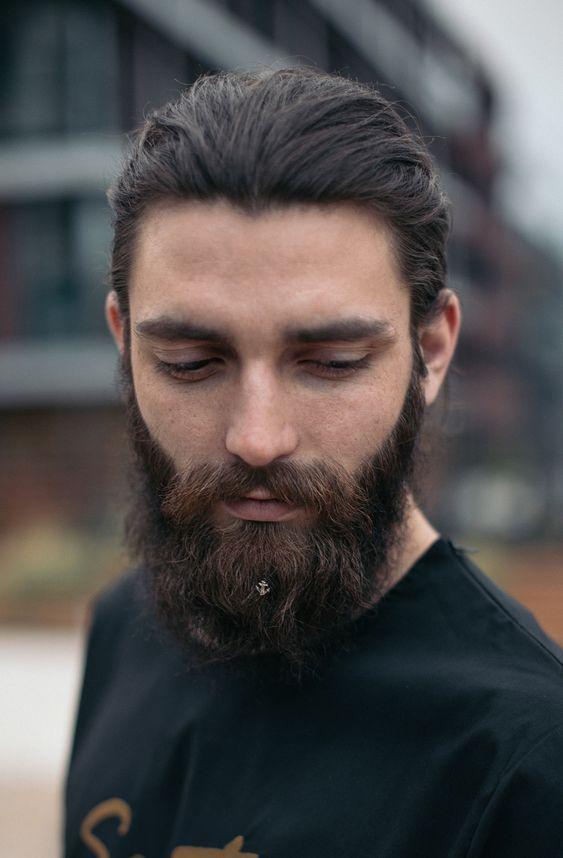Що подарувати бородатому чоловіку: аксесуари для бороди