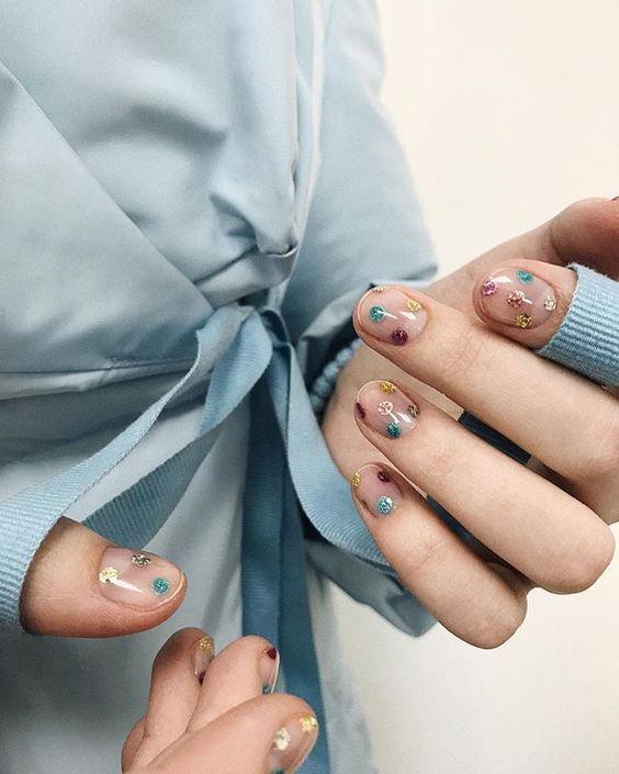 Маникюр на короткие ногти: ТОП-20 идей на зиму 2020