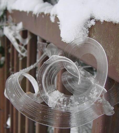 Невероятно застывший лёд