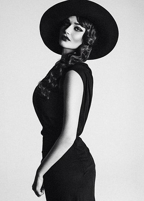 Алена Водонаева стала шляпницей