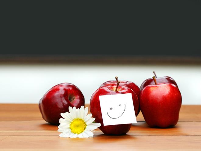 День вчителя, школа, яблоки, парта