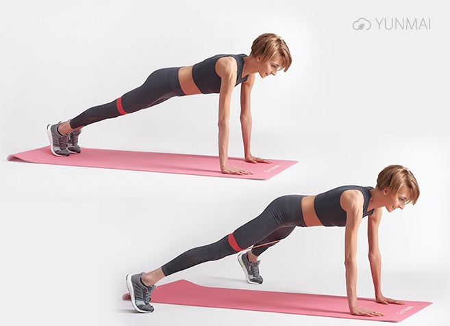 упражнение с фитнес-резинкой