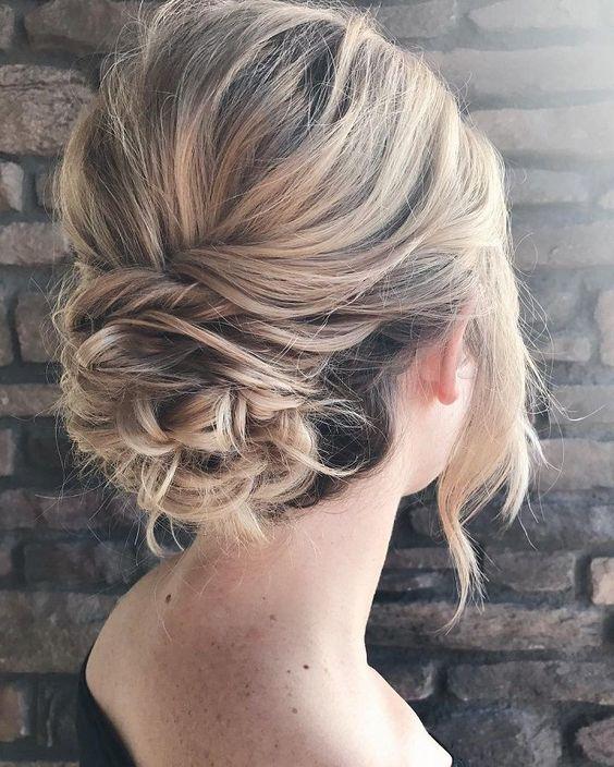 Зачіски на Новий рік на волосся середньої довжини