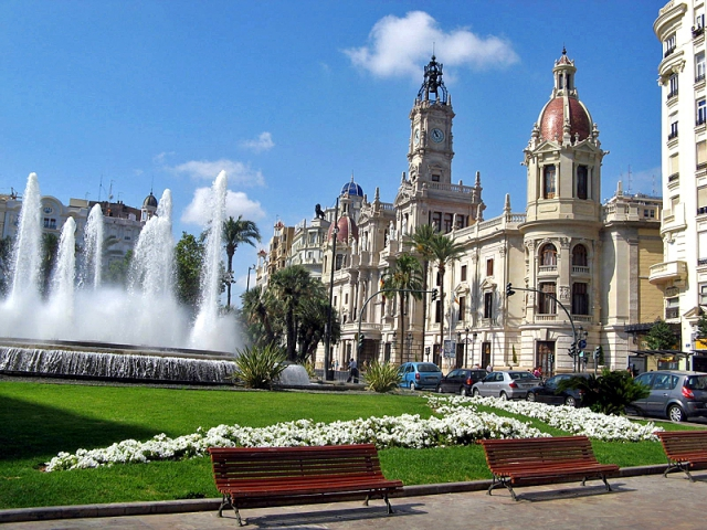 Цікаві місця Валенсії: площа Ayuntamiento