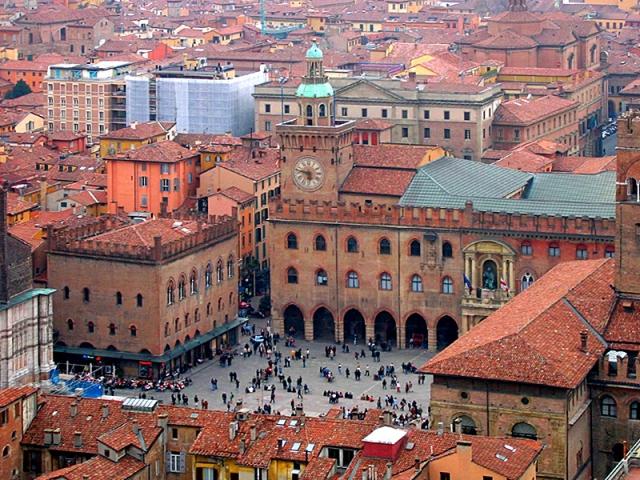 Достопримечательности Болоньи: Пьяцца Маджоре