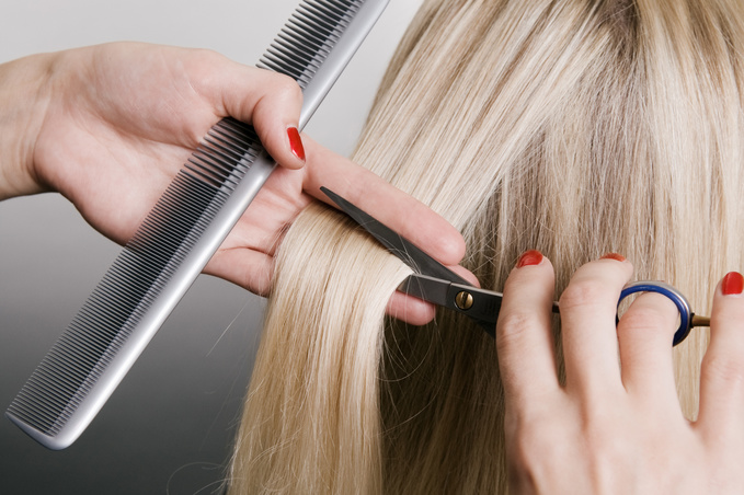 Спасая волосы от солнца: 5 средств, благодаря которым ты забудешь про посеченные кончики