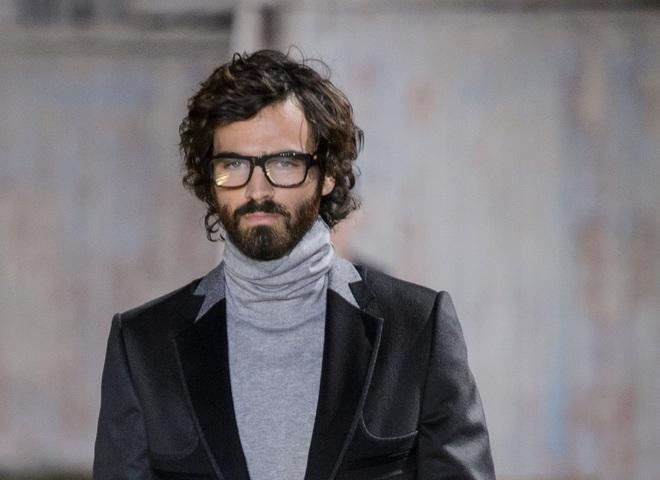 Модні чоловічі стрижки 2017: кучеряве волосся