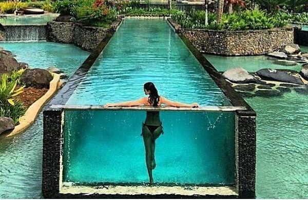 Попой в стеклянном бассейне. Горячий тренд лета