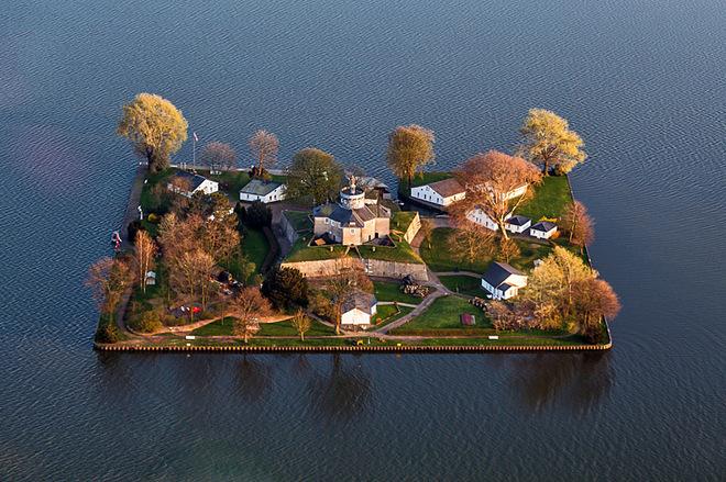 Самые маленькие обитаемые острова в мире