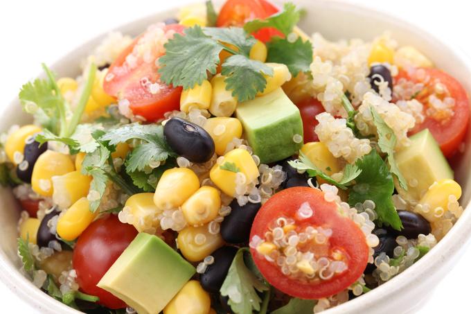 Салат з кіноа і овочами